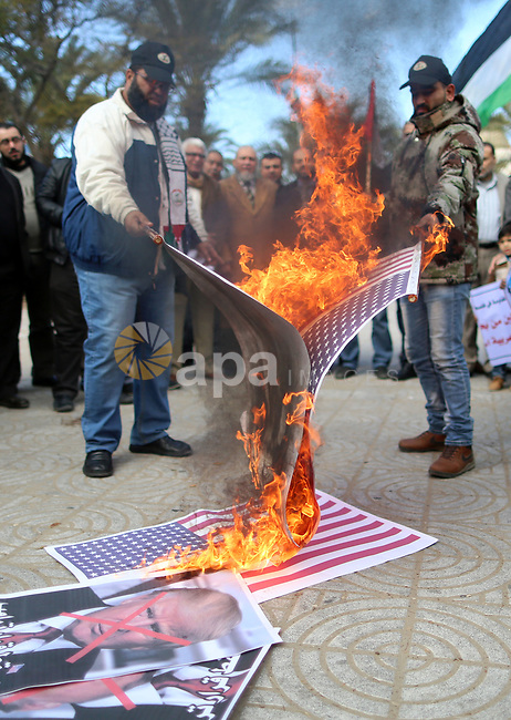 Palestinians attend burn an Israeli flag and a U.S. flag during a protest against U.S. President Donald Trump's decision to recognise Jerusalem as the capital of Israel, in Gaza City December 31, 2017. Photo by Yasser Qudih