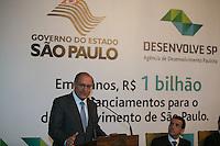 SAO PAULO, SP. 04 DE JUNHO DE 2013. ANUNCIO DE FINANCIAMENTOS DO DESENVOLVE SP. O governador Geraldo Alckmin durante evento de anuncio de financiamentos de 1 bilhão de reais pelo DESENVOLVE SP, agencia de desenvolvimento do estado de São Paulo.  Valor foi financiado para pequenas e médias empresas paulistas desde 2009. Instituição é a mais jovem agência de fomento do País a alcançar a marca. FOTO ADRIANA SPACA / BRAZIL PHOTO PRESS