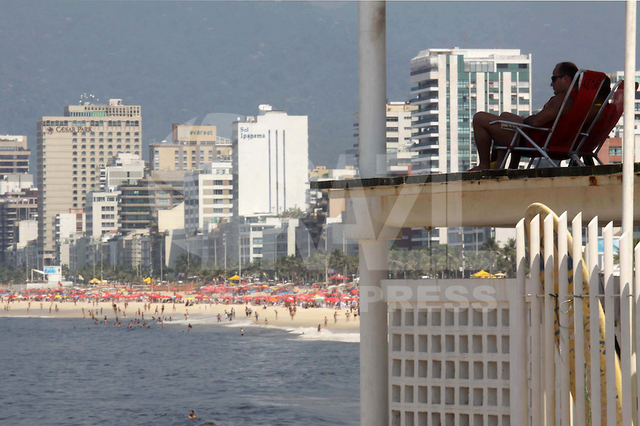 RIO DE  JANEIR,10 DE  FEVEREIRO DE 2012- Movientação  nas na praia do Arpoador-RJ.<br /> Local : Arpoador RJ<br /> Foto: Guto Maia/News Free