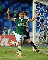 CALI - COLOMBIA - 13-03-2014: Carlos Lizarazo jugador del Deportivo Cali de Colombia, celebra el gol notado durante partido entre Deportivo Cali y Lanus de la segunda fase, grupo 3, de la Copa Bridgestone Libertadores en el estadio Pascual Guerrero, de la ciudad de Cali. / Carlos Lizarazo player of Deportivo Cali of Colombia, celebrates a goal scored during a match between Deportivo Cali and Lanus for the second phase, group 3, of the Copa Bridgestone Libertadores in the Pascual Guerrero stadium in Cali city. Photo: VizzorImage / Juan C. Quintero / Str.
