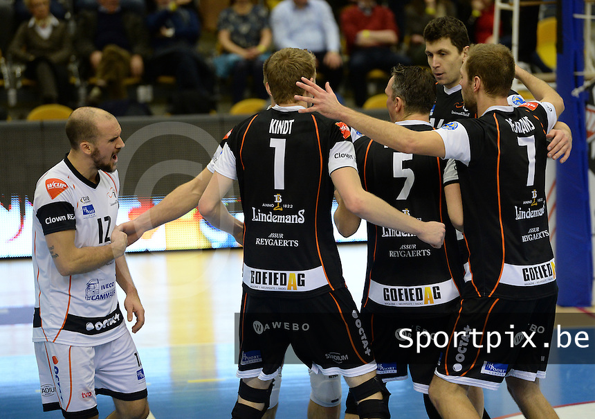 20161228 - ROESELARE ,  BELGIUM : Aalst pictured celebrating with Philipp Kroiss (left) during the second semi final in the Belgian Volley Cup between Knack Volley Roeselare and Lindemans Aalst in Roeselare , Belgium , Wednesday 28 th December 2016 . PHOTO SPORTPIX.BE | DAVID CATRY
