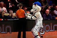 GRONINGEN - Basketbal, Donar - Landstede Zwolle , Martiniplaza,  halve finale beker, seizoen 2017-2018, 13-02-2018,  mascotte Thunder geeft roos aan arbiter Stephanie