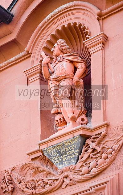 Europe/Allemagne/Bade-Würrtemberg/Heidelberg: détail Maison du Géant satue du baron Friedich Von Venningen façade Baroque