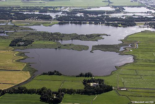 Grutte Wielen (Grote Wielen) - natuurgebied. Op de foto zijn twee eendenkooien te zien: midden links de Kobbekoai en onder (rechts van midden) de Buismanskoai.<br /> De Groningerstraatweg (N355) scheidt het Grutte Wielen-gebied van het natuur- en recreatiegebied De Groene Ster met daarin de Lytse Wielen (Kleine Wielen).