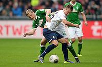 FUSSBALL   1. BUNDESLIGA   SAISON 2013/2014   9. SPIELTAG SV Werder Bremen - SC Freiburg                           19.10.2013 Felix Klaus (vorn, SC Freiburg) gegen Felix Kroos (hinten, SV Werder Bremen)