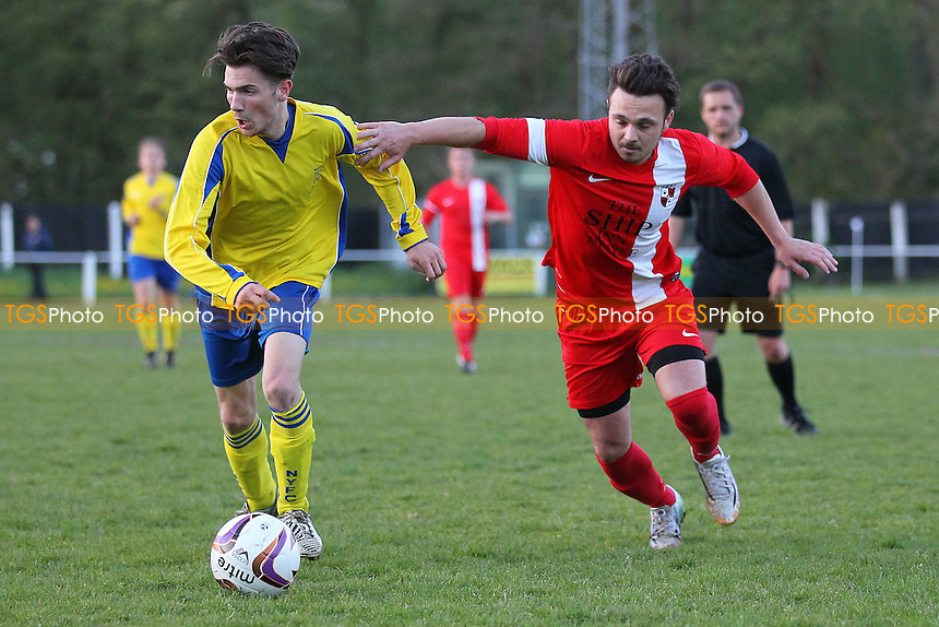 Notley vs Tiptree Elite - Braintree & North Essex Sunday League Malcolm Foy Memorial Trophy Final at Halstead Town FC, Halstead, Essex - 06/05/15 - MANDATORY CREDIT: Gavin Ellis/TGSPHOTO - Self billing applies where appropriate - contact@tgsphoto.co.uk - NO UNPAID USE