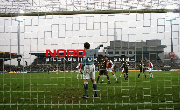2.Liga FBL 2008/2009  15. Spieltag Hinrunde<br /> FC St.Pauli &ndash; vs. FC Ingolstadt 04 1:0<br /> <br /> <br /> Mathias Hain (Nr.25) gibt beim Eckball Anweisungen an.<br /> <br /> <br /> <br /> Foto &copy; nph (nordphoto)<br /> <br /> *** Local Caption ***