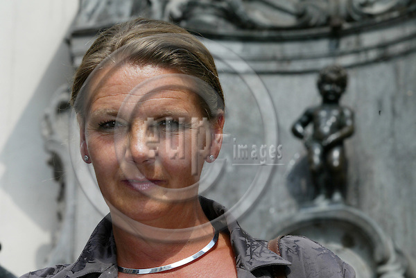 BRUSSELS - BELGIUM - 11 JULY 2005 -- The former Norwegian Minister of Social Affairs, Ingrid SCHOU, with the Manneken Pis. PHOTO: ERIK LUNTANG / EUP-IMAGES..
