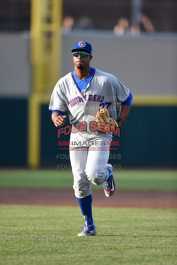South Bend Cubs left fielder Eloy Jimenez (27) jogs to the dugout during a game against the Dayton Dragons on May 11, 2016 at Fifth Third Field in Dayton, Ohio.  South Bend defeated Dayton 2-0.  (Mike Janes/Four Seam Images)