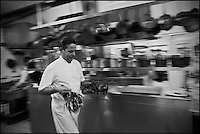Europe/France/Pays de la Loire/44/Loire Atlantique/Nantes:  Jean-Yves Guého  chef du restaurant: L'Atlantide et ses homards bretons, en cuisine [Non destiné à un usage publicitaire - Not intended for an advertising use]