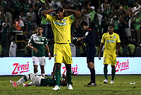 CALI - COLOMBIA – 14 - 06 - 2017: Alexis Henriquez, jugador de Atletico Nacional, reacciona al recibir tarjeta roja, durante partido de ida de la final entre Deportivo Cali y Atletico Nacional, por la Liga Aguila I-2017, jugado en el estadio Deportivo Cali (Palmaseca) de la ciudad de Cali. / Alexis Henriquez, player of Atletico Nacional, reacts after receives a red card, during a match of the first leg of the finals between Deportivo Cali and Atletico Nacional, for the Liga Aguila I-2017 at the Deportivo Cali (Palmaseca) stadium in Cali city. Photo: VizzorImage  / Luis Ramirez / Staff.