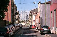 Milano, quartiere Bovisa, periferia nord. Vecchio gasometro da via Morghen --- Milan, Bovisa district, north periphery. Old gasometer seen from Morghen street