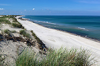 Denmark, Jutland, Gammel Skagen: View along beach and sand dunes during stormy weatherView along long white sand beach and sand dunes | Daenemark, Juetland, Gammel Skagen: Duenen und einsamer, weitlaeufiger Strand