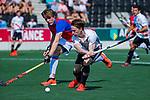 AMSTELVEEN - Rik van Kan (Adam) met Friso Liezenberg (SCHC)   tijdens  de hoofdklasse competitiewedstrijd hockey heren,  Amsterdam-SCHC (3-1).  COPYRIGHT KOEN SUYK
