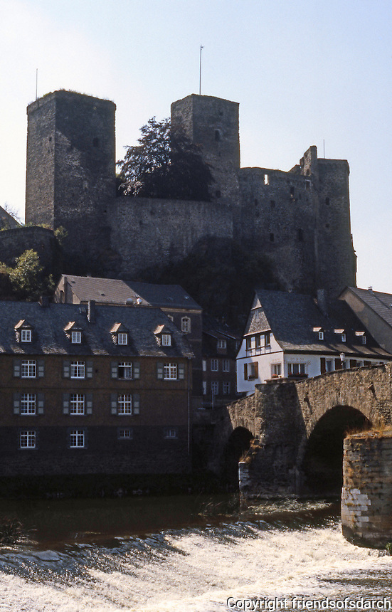 Runkel on the Lahn: Castle, bridge.