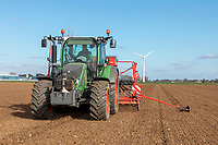 Drilling spring wheat with a Kverneland conmbination drill - Lincolnshire, March