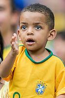 BELO HORIZONTE, MG, 26 JUNHO 2013 - COPA DAS CONFEDERACOES -  BRASIL X URUGUAI -  Torcedor mirim da Seleção Brasileira antes da partida contra o Uruguai, jogo válido pelas Semi-finais da competição, no Estadio Mineirao em Belo Horizonte, Minas Gerais nesta Quarta, 26 (FOTO: NEREU JR / PHOTOPRESS).