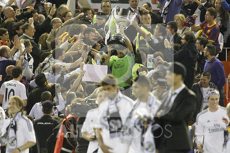 Real Madrid's Iker Casillas celebrates the victory in the spanish KIng's Cup Final match.April 16,2014. (ALTERPHOTOS/Acero)
