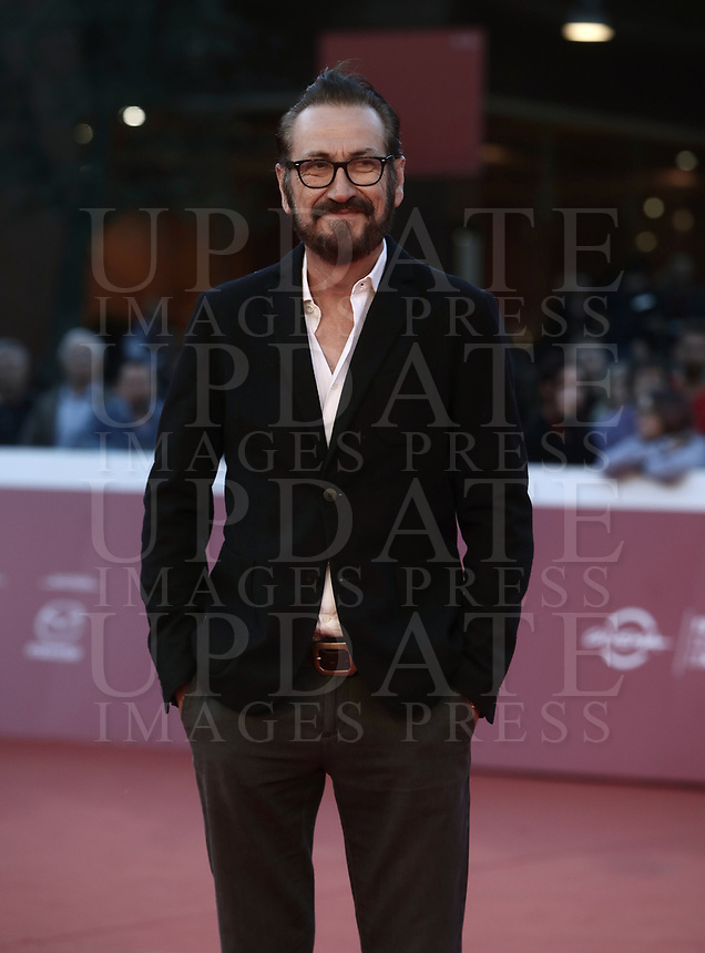 "L'attore Marco Giallini posa sul red carpet del film ""La grande guerra"" al Festival Internazionale del Film di Roma, 26 ottobre 2018.<br /> Italian actor  Marco Giallini poses on the red carpet of the movie ""La grande guerra"" during the international Rome Film Festival at Rome's Auditorium, on October 26, 2018.<br /> UPDATE IMAGES PRESS/Isabella Bonotto"