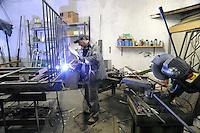 - Milano, gli artigiani del quartiere Ticinese Barona; Geremia Cozzolino, fabbro<br /> <br /> - Milan, the artisans of Ticinese Barona district; Geremia Cozzolino, blacksmith