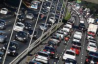 SAO PAULO, 03 DE AGOSTO DE 2012 - TRANSITO SP - Transito na Avenida 23 de maio, nos dois sentidos na manha desta sexta feira, regiao central da capital. FOTO: ALEXANDRE MOREIRA - BRAZIL PHOTO PRESS