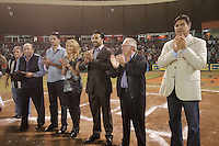 HOMANAJE A VINICIO CASTILLA. <br /> de Izquierda A derecha:<br /> Omar Canizales, Enrique Mazon, Vinicio Castilla, su esposa, Arturo Leon Lerma, Juan Aguirre, Durante el tercer juego de la serie entre  Venados de Mazatlan y  Naranjeros de Hermosillo  Vinicio Castilla recibió homenaje ademas de realizarte el retiro del numero nueve que uso con Naranjeros.(*Photo:©LuisGutierrez/NortePhoto*) .<br /> Staff/NortePhoto