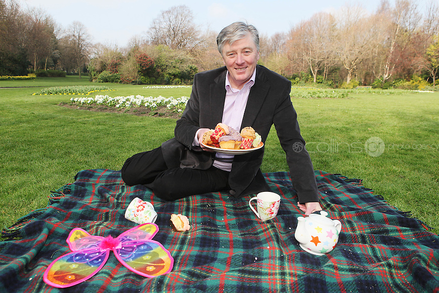 NO REPRO FEE. 27/3/2011.  Tea Day Appeal. Pat Kenny enjoys a cup of tea to launch the 17th Annual Alzheimer Society of Ireland Tea Day Appeal at the Merion Square Park Dublin. Alzheimer's Tea Day takes place nationally on Thursday 5 May to raise funds to help The Society provide local dementia services throughout Ireland. Individuals, groups and businesses are urged to participate and make 5 May 2011 'A Day to Remember'. To register for Tea Day 2011 or make a donation phone 1 800 719 820 or visit www.teaday.ie  To contact the Alzheimer's Helpline in confidence phone 1800 341 341 weekdays 10 am to 4 pm.. Picture James Horan/Collins