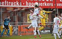 FC GULLEGEM - SV BORNEM :<br /> kopbalduel voor het Gullegemse doel met Kurt Weuts (geel) en Joeri Flederick (L) en Jenci Dejonghe (M)<br /> <br /> Foto VDB / Bart Vandenbroucke