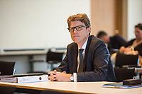 4. Sitzung des 2. Untersuchungsausschusses <br /> der 18. Wahlperiode des Berliner Abgeordnetenhaus - &quot;BER II&quot; - am Freitag den 12. Oktober 2018.<br /> Der Ausschuss soll die Ursachen, Konsequenzen und Verantwortung fuer die Kosten- und Terminueberschreitungen des im Bau befindlichen Flughafens &quot;Berlin Brandenburg Willy Brandt&quot; aufklaeren.<br /> Als oeffentlicher Tagesordnungspunkt war die Beweiserhebung durch Vernehmung des Zeugen  BER-Chef Prof. Dr.-Ing. Engelbert Luetke Daldrup (im Bild) vorgesehen.<br /> 12.10.2018, Berlin<br /> Copyright: Christian-Ditsch.de<br /> [Inhaltsveraendernde Manipulation des Fotos nur nach ausdruecklicher Genehmigung des Fotografen. Vereinbarungen ueber Abtretung von Persoenlichkeitsrechten/Model Release der abgebildeten Person/Personen liegen nicht vor. NO MODEL RELEASE! Nur fuer Redaktionelle Zwecke. Don't publish without copyright Christian-Ditsch.de, Veroeffentlichung nur mit Fotografennennung, sowie gegen Honorar, MwSt. und Beleg. Konto: I N G - D i B a, IBAN DE58500105175400192269, BIC INGDDEFFXXX, Kontakt: post@christian-ditsch.de<br /> Bei der Bearbeitung der Dateiinformationen darf die Urheberkennzeichnung in den EXIF- und  IPTC-Daten nicht entfernt werden, diese sind in digitalen Medien nach &sect;95c UrhG rechtlich geschuetzt. Der Urhebervermerk wird gemaess &sect;13 UrhG verlangt.]