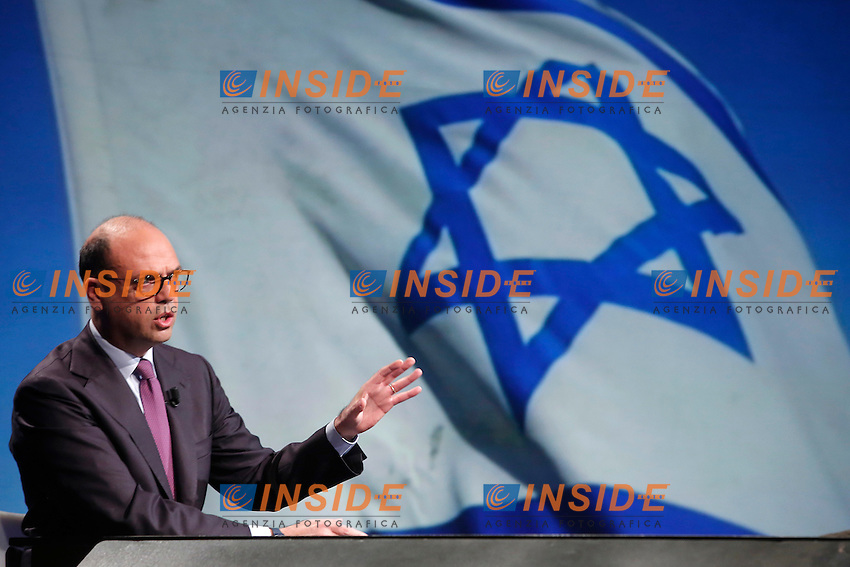 Angelino Alfano e sullo schermo la bandiera di Israele<br /> Angelino Alfano and, on the screen, the Israelian flag<br /> Roma 15-01-2017. Trasmissione Tv 'In mezz'ora'.<br /> Rome January 15th 2017. Tv show 'In mezz'ora'.<br /> Foto Samantha Zucchi Insidefoto