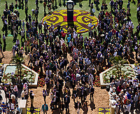 DEL MAR, CA - NOVEMBER 04: The crowd in the paddock on Day 2 of the 2017 Breeders' Cup World Championships at Del Mar Racing Club on November 4, 2017 in Del Mar, California. (Photo by Kyle Grantham/Eclipse Sportswire/Breeders Cup)