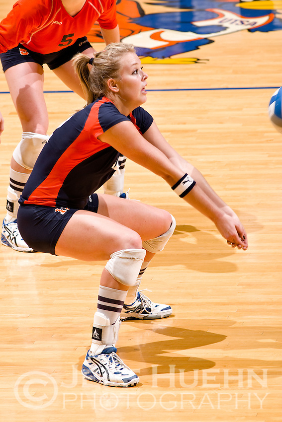 SAN ANTONIO, TX - NOVEMBER 3, 2007: The Sam Houston State University Bearkats vs. The University of Texas at San Antonio Roadrunners Volleyball at the UTSA Convocation Center. (Photo by Jeff Huehn)