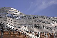- Milano, la copertura del nuovo centro congressi di Fieramilanocity, nell'area Portello - CityLife, detta &quot;cometa&quot;,  progettata dall'architetto Mario Bellini<br /> <br /> - Milan, the rooftop of the new Fieramilanocity convention center in the Portello - CityLife area, called &quot;comet&quot;, designed by architect Mario Bellini