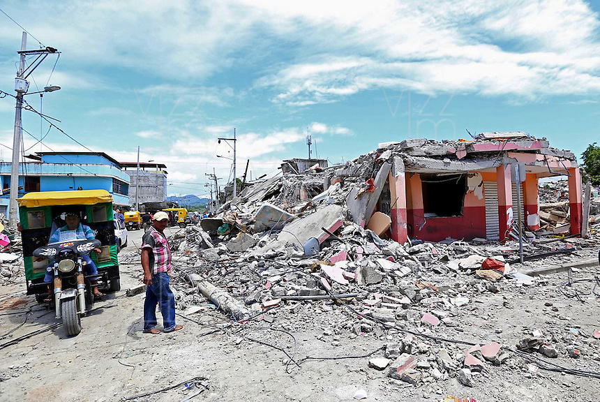 PEDERNALES - ECUADOR - 18-04-2018: Aspecto de la devastación en la ciudad de Pedernales, al norte del Ecuador, causada por el terremoto de 7.8 grados en la escala de Ritcher el pasado 16 de abril de 2016. / Aspect of the devastation at Pedernales city, north of Ecuardor, caused by the earthquake of 7.8 grades Ritcher scale the last April 16 2016.. Photo: VizzorImage / Vinicio Macias / Agencia Cronistas Gráficos