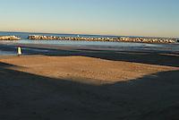 Riviera Adriatica durante i mesi invernali e la primavera, prima dell'inizio di una nuova stagione balneare con i milioni di turisti che affolleranno le spiaggie di Rimini, Bellaria e delle altre località della costa . Albrghi ancora chiusi , preparazione dell'arenile, e istallazione degli ombrelloni. .Italy, Adriatic Coast, before the start of turistic season..Il tramonto disegna sulla sabbia l'ombra degli alberghi della costa .The shadow of the hotels of the  coast.
