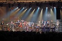 Erfelden 23.11.2018: Auftritt der Big Band der Bundeswehr in der Großsporthalle<br /> Big Band der Bundeswehr beim Auftritt in Erfelden<br /> Foto: Vollformat/Marc Schüler, Schäfergasse 5, 65428 R'eim, Fon 0151/11654988, Bankverbindung KSKGG BLZ. 50852553 , KTO. 16003352. Alle Honorare zzgl. 7% MwSt.