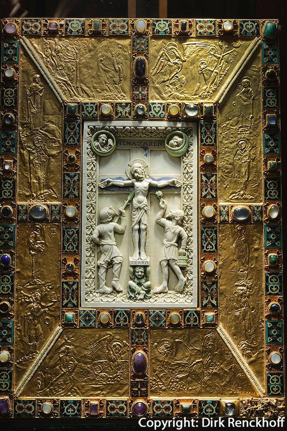 Evangeliar von Echternach (Codex aureus Epternacensis)11.Jh. im Abteimuseum (Musée de L'Abbaye) in Echternach, Luxemburg