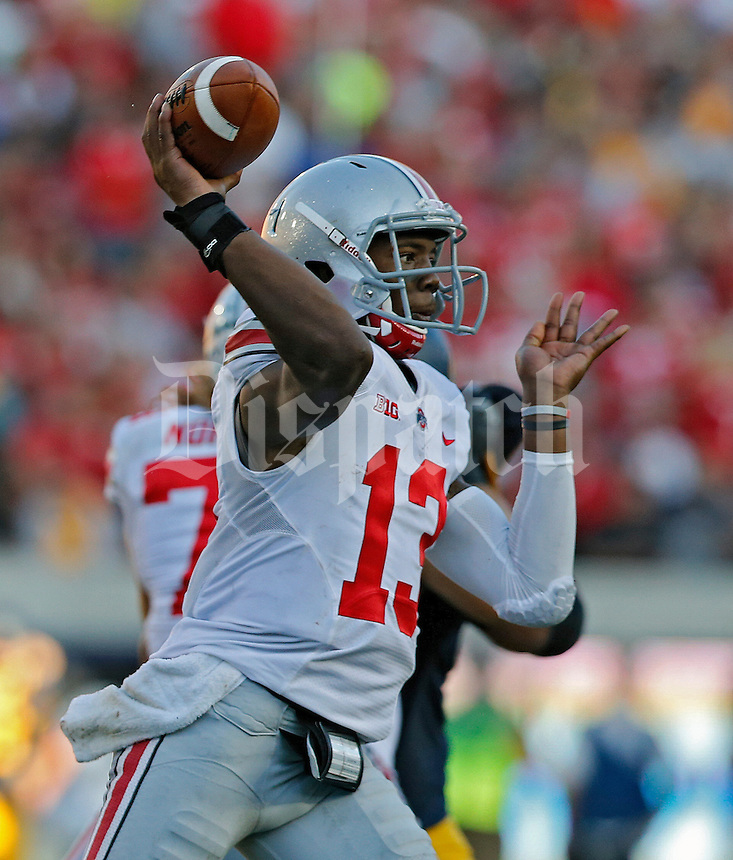 Ohio State Buckeyes quarterback Kenny Guiton (13) throws to a receiver against California Golden Bears in the 3rd quarter at Memorial Stadium in Berkeley, California on September 14, 2013.  (Dispatch photo by Kyle Robertson)