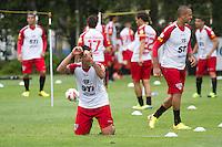 SÃO PAULO, SP, 29 DE OUTUBRO DE 2013 - TREINO SAO PAULO - O jogador do São Paulo, Antonio Carlos, durante treino no CT da Barra Funda, região leste da capital, na manhã desta terça-feira, 29. FOTO: MARCELO BRAMMER / BRAZIL PHOTO PRESS