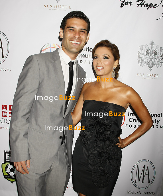 GALA DE CHARITE AU PROFIT DES ENFANTS ET ADOLESCENTS DU MONDE AU SLS HOTEL A BEVERLY HILLS.. EVA LONGORIA PARKER AND MEXICAN SOCCER PLAYER RAFAEL MARQUEZ ORGANIZE A GALA FUNDRAISER TO SUPPORT CHILDHOOD AND YOUTH OF THE WORLD, AT THE SLS HOTEL IN BEVERLY HILLS..LOS ANGELES, JULY 17, 2010..Pic : Eva Longoria Parker & Rafael Marquez