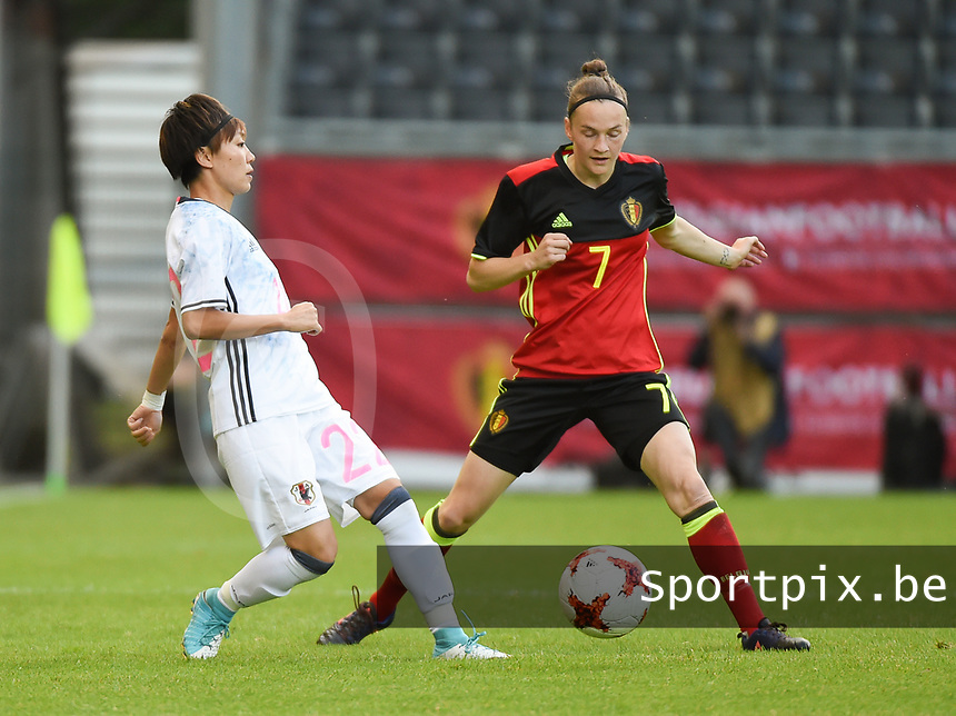 20170613 - LEUVEN ,  BELGIUM : Belgian Elke Van Gorp (R) and Japanese Ami Sugita (L) pictured during the female soccer game between the Belgian Red Flames and Japan , a friendly game before the European Championship in The Netherlands 2017  , Tuesday 13 th Juin 2017 at Stadion Den Dreef  in Leuven , Belgium. PHOTO SPORTPIX.BE | DIRK VUYLSTEKE