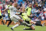 Real Madrid's Karim Benzema (goal) and Zaragoza's during Spanish League match on April 30, 2011...Photo: Cebolla Cid-Fuentes / ALFAQUI