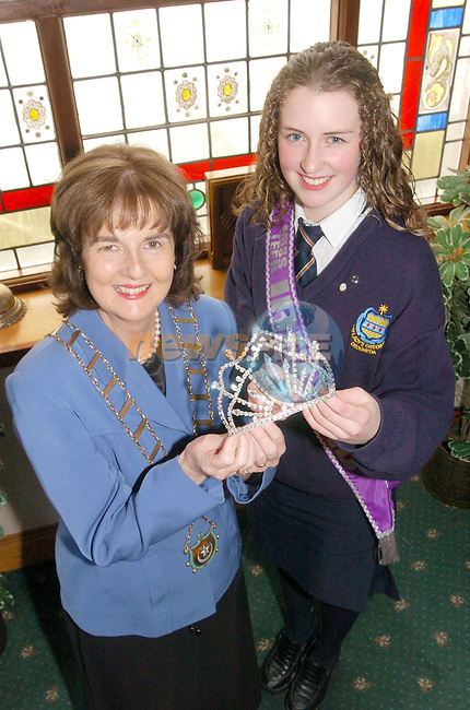 Mayor Marie O'Briena Campbell and the New Miss Teen Ireland.Photo AFP/NEWSFILE/FRAN CAFFREY..(Photo credit should read FRAN CAFFREY/NEWSFILE/AFP)...This Picture has been sent you under the condtions enclosed by:.Newsfile Ltd..the Studio,.Millmount Abbey,.Drogheda,.Co Meath..Ireland..Tel: +353(0)41-9871240.Fax: +353(0)41-9871260.GSM: +353(0)86-2500958.email: pictures@newsfile.ie.www.newsfile.ie.FTP: 193.120.102.198..This picture is from Fran Caffrey@newsfile.ie