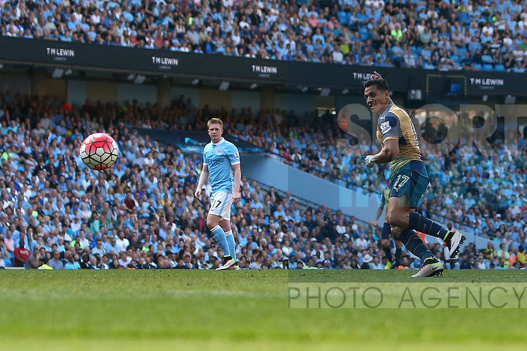 Arsenal's Alexis Sanchez scores his sides second goal during the Barclays Premier League match at the Etihad Stadium. Photo credit should read: Philip Oldham/Sportimage