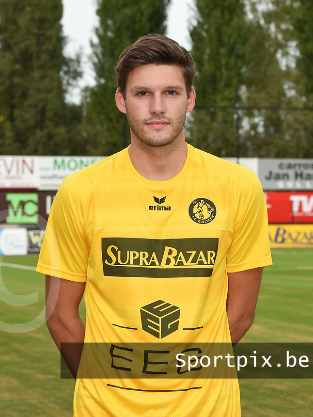 FOTOSESSIE FC GULLEGEM :<br /> Brandon Vanderbeken<br /> <br /> Foto VDB / Bart Vandenbroucke