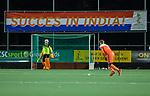 AMSTELVEEN - Succes in India, keeper Sam van der Ven (Ned)    tijdens de hockeyinterland Nederland-Ierland (7-1) , naar aanloop van het WK hockey in India.  COPYRIGHT KOEN SUYK