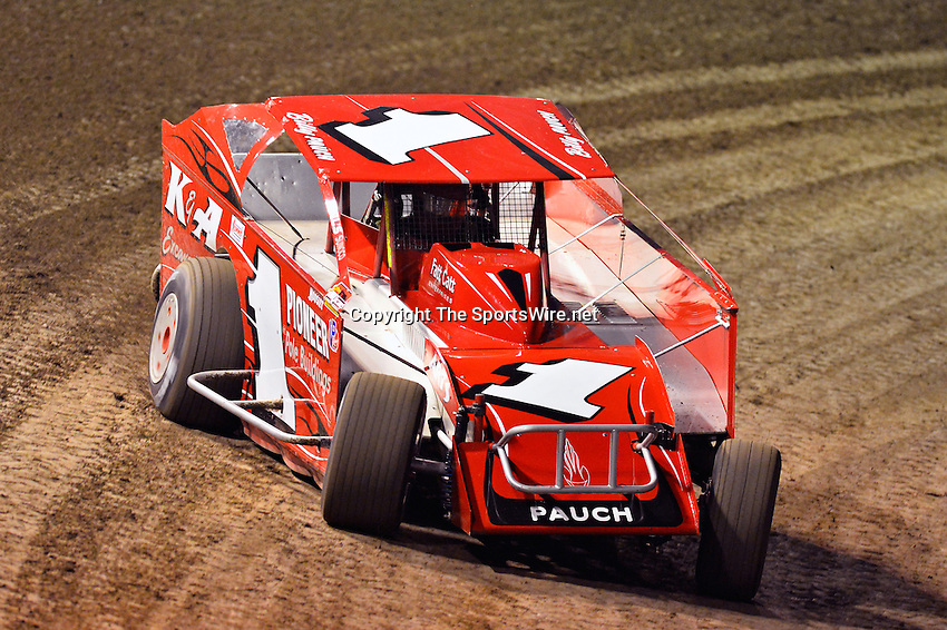 Feb 19, 2014; 6:43:13 PM;  Barberville, FL, USA;  Super DIRT car Series Big Block Modifieds presented by Summit Racing Equipment at Volusia Speedway Park.  Mandatory Credit: (thesportswire.net)