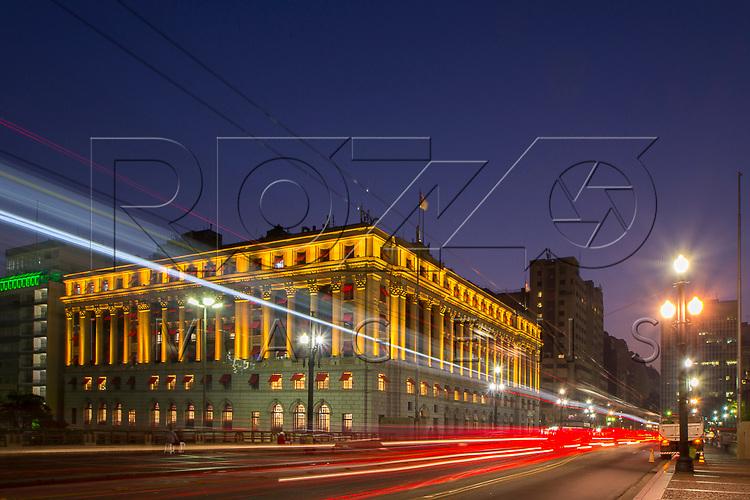 Shopping Light no edifício Alexandre Mackenzie de 1929, São Paulo - SP, 07/2016.