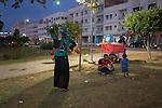 13 septiembre 2015. Nador. Marruecos.<br /> Un millar de familias sirias, la mayor&iacute;a ni&ntilde;os, esperan en Nador y Beni Enzar (Marruecos) para poder cruzar a Melilla. La ONG Save the Children exige al Gobierno espa&ntilde;ol que tome un papel activo en la crisis de refugiados y facilite el acceso de estas familias a trav&eacute;s de la expedici&oacute;n de visados humanitarios en el consulado espa&ntilde;ol de Nador. Save the Children ha comprobado adem&aacute;s c&oacute;mo muchas de estas familias se han visto forzadas a separarse porque, en el momento del cierre de la frontera, unos miembros se han quedado en un lado o en el otro. Para poder cruzar el control, las mafias se aprovechan de la desesperaci&oacute;n de los sirios y les ofrecen pasaportes marroqu&iacute;es al precio de 1.000 euros. Diversas familias han explicado a Save the Children c&oacute;mo est&aacute;n endeudadas y han tenido que elegir qui&eacute;n pasa primero de sus miembros a Melilla, dejando a otros en Nador.<br /> &copy; Save the Children Handout/PEDRO ARMESTRE - No ventas -No Archivos - Uso editorial solamente - Uso libre solamente para 14 d&iacute;as despu&eacute;s de liberaci&oacute;n. Foto proporcionada por SAVE THE CHILDREN, uso solamente para ilustrar noticias o comentarios sobre los hechos o eventos representados en esta imagen.<br /> Save the Children Handout/ PEDRO ARMESTRE - No sales - No Archives - Editorial Use Only - Free use only for 14 days after release. Photo provided by SAVE THE CHILDREN, distributed handout photo to be used only to illustrate news reporting or commentary on the facts or events depicted in this image.