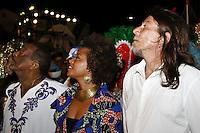 RECIFE, PE, 05.02.2016 - CARNAVAL-PE- Nações de Maracatus abrem o Carnaval de Recife sob o comando de Naná Vasconcelos (e), Bela Maia (c) e Lenine(d), no Recife Antigo, na noite desta sexta-feira,05.(Jean Nunes/Brazil Photo Press)